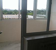 Центр города трехкомнатная квартира в белом варианте