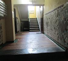 Срочно! 1-комнатная квартира, 4 этаж, лоджия с комнаты, середина.