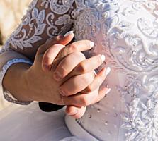 Срочно продам свадебное платье новое 2000 лей платье невенчанное