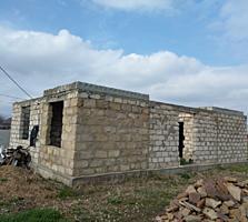 Недостроенный дом по центральной улице в Терновке. Новый район.