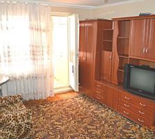 Apartament cu 2 camere, 50m2, seria 135, de mijloc, mobilat.