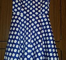 Vind rochie Noua. Culoare albastru cu buline albe. Marimea S-M
