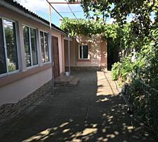 Продам дом возле Ориона, 4 комнаты все удобства, ремонт, гараж. Торг.