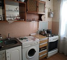 Хомутяновка 9/9 жилая, большая 2-комнатная квартира