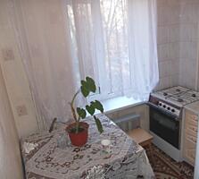 Etajul 2, din mijloc, casa din cotileț, str. Zelinskii