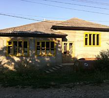 Продам дом Фалешты недострой 1/5 эт красный кирпич 5 комнат
