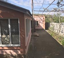 Продается дом район Ориона, большой двор, гараж, огород, торг уместен!