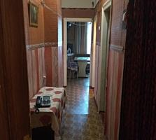 2-комнатная, 1/3 эт. 61 м2, Сталинка. Погреб. Красные казармы. Центр.