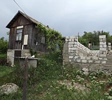 Casa de vara cu constructie nefinisata, in sectorul de vile din Bubuie