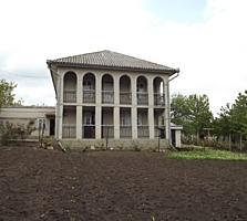 Casa cu 2 nivele din cotilet, linga scoala si biserica din Danceni,