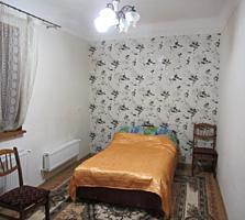 Продаю 2-комн. квартиру 44 кв. м. с гаражом в центре Кишинева.