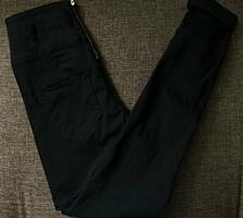 Женские джинсы и юбка