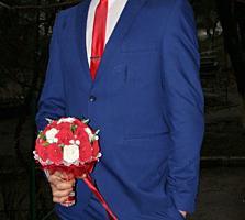 Свадебный костюм синего цвета
