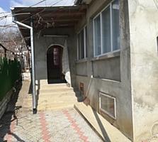 Casa in suburbie, 15 km de la Chisinau si 8 km pina la Cricova, 30 ari