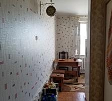 2 комн., Мечникова, 3/9, 143 серия, жилое состояние, мебель. Торг!!!