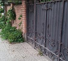 Продаю дом с отдельным строением, сданным в аренду под ветаптеку