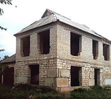 Срочно! Недостроенный двухэтажный дом в центральной части села Кицканы