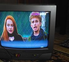 """Продам 2 телевизора 15"""", и крепление на стену."""