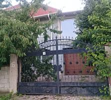 Doua case noi la intrare si Centru Ialoveni