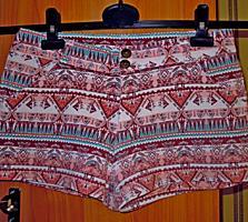 Новые короткие женские шорты из плотного хлопка-стрейч. Размер 48-50