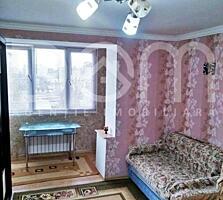 Se vinde cameră în cămin, sectorul Botanica, mobilat, gata de trăit.