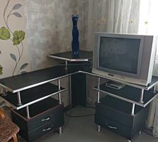 Продам телевизор и стол