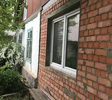 Большой кирпичный дом, по Свердлова, недостроен, 6 сот, в центре.