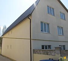 2 эт. дом-дуплекс 200 кв. м. на 3 сотках земли, в центре г. Дурлешты