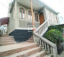 Spre vinzare Casa in 2 nivele.Botanica.Suprafata 180 mp + teren adiace