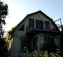 2-этажный кирпичный дом-дача 80 кв. м. с гаражем, рядом с г. Бельцы