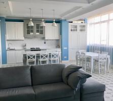 Продаётся просторная, светлая квартира с видом на парк.