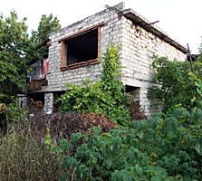 Участок с домом, готовность 60%, в центре Дурлешт