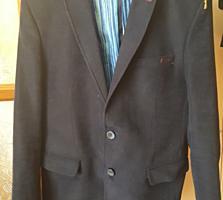 Продам 2 пиджака для старшеклассников
