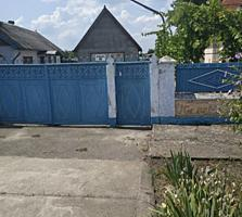 Продам срочно глинобитный хороший дом в Парканах!