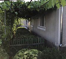Капитальный дом ул. Дзержинского (центр) газ, вода, 16 сот., 15000$