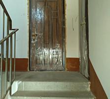 Продам 2-комнатную квартиру в Центре на Ларионова - 90 м. кв.