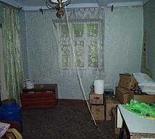 Срочно продаем дом, р-он Сорокской, без ремонта, огород 7 соток, 13500е