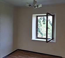 Продаётся 2 дома в одном дворе, 11 соток земли.