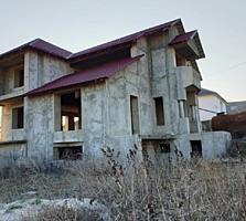 Ialoveni. Дом новый, 250 м2, 7 сот. Газ, вода, свет