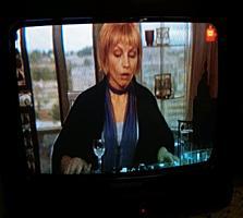 Маленький телевизор продаётся, диаг. 35см, с креплением к стене. Б/у.