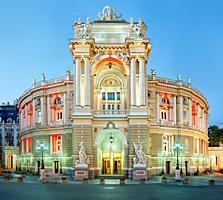 У жемчужины Одессы(театр) продается шикарная 4х ком. Квартира 2эт.