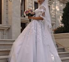 Свадебное платье с шикарным кружевом. Размер 42-44.