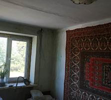 Продаётся 2 комнатная под ремонт
