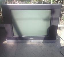 Продам телевизор 450 лей
