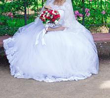 Продаю шикарное свадебное платье новой модели, торг уместен.
