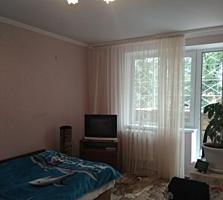 Отличная 1-комнатная квартира 1/9 с балконом, высокий цоколь