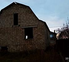Участок с начатым строением дома(у канала)