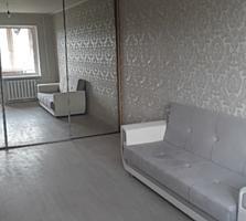 Vind apartament cu 2 odai mobilat, reparatie euro, la pret bun!