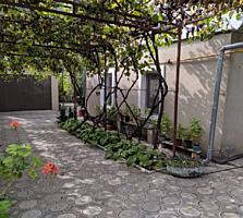 Полдома с гаражем, сараем и огородом в отличном, жилом состоянии. Парк