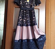 Платье, размер М. Цена, 1000 леев.